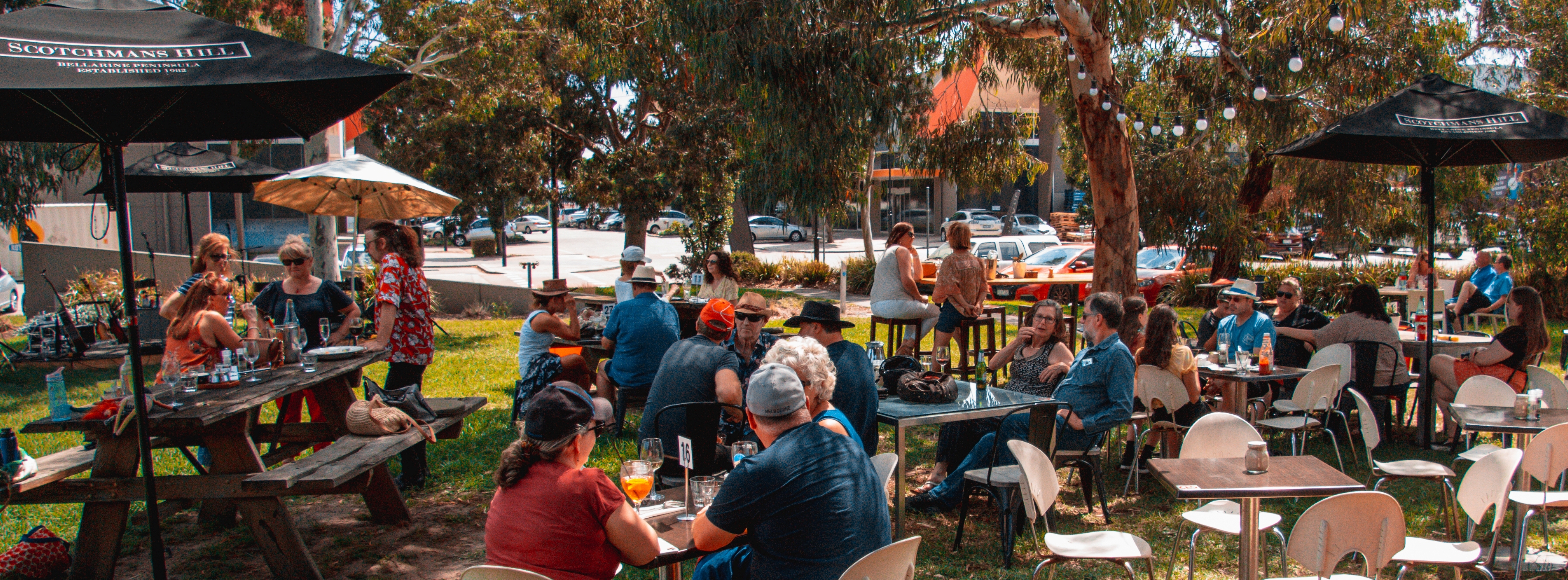 Free, Live & Acoustic Music On The Lawns - Every Saturday & Sunday Afternoon